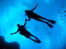 couple-scuba-diving-honeymoon-300x225
